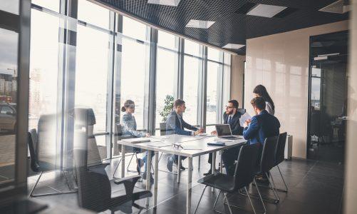 Jak wyposażyć salę konferencyjną?